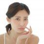 アットベリーは顔の黒ずみやシミにも効果あるの?そもそも使って良いの